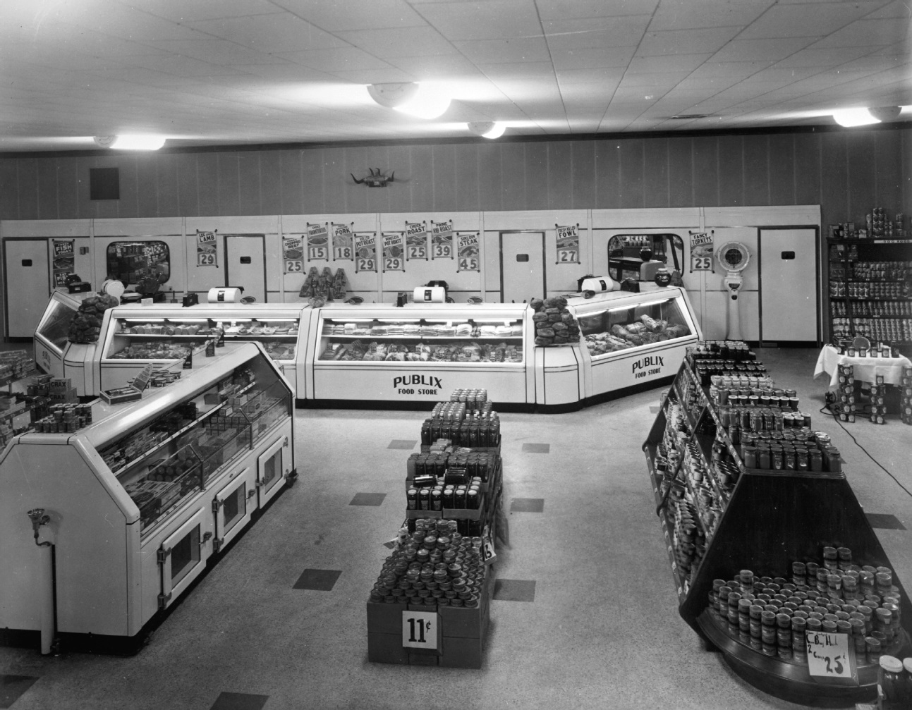 1940 The Dream Store interior on Opening Day
